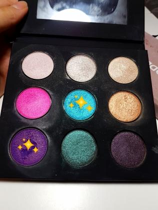Turquoise shade: ME-232. Purple shade: S-924.